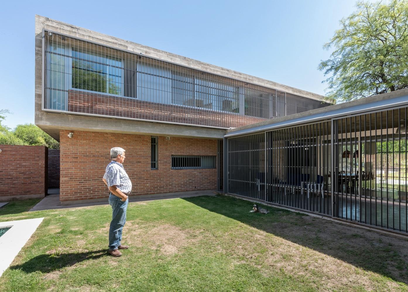 Esquemas funcionales: estrategias de organización programática en casas de Argentina,CASA MC2 / Gastón Castellano. Image © Gonzalo Viramonte