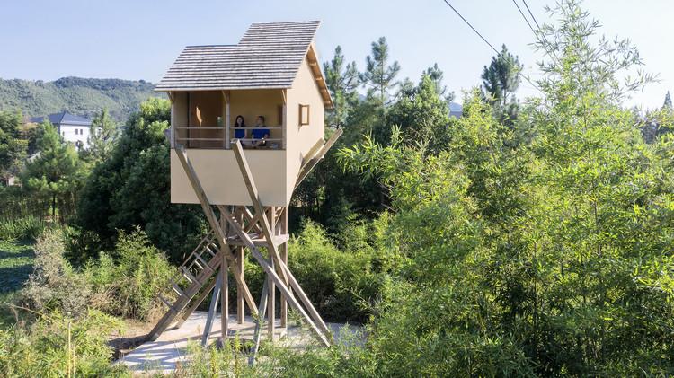 Torre mirante para meditação / Jumping House Lab, Bem acima do solo. Imagem© Zhi Xia