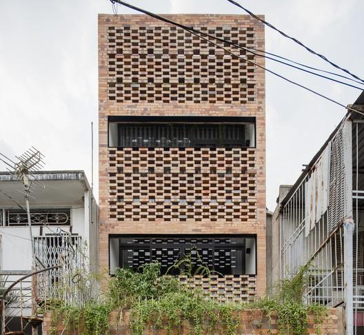 Casa P / T H I A Architecture