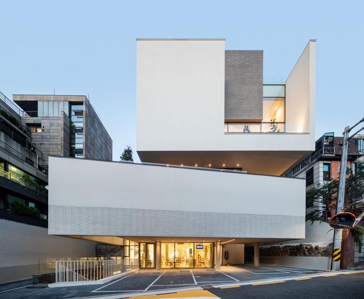 Cocooning Building  / L'eau Design, © Kyungsub Shin
