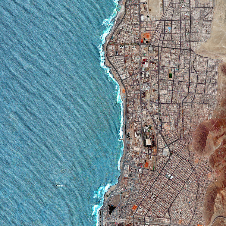Kevin Lynch's Images of the City Through Aerial Photography, Antofagasta, Chile. Created by @overview. Source imagery: @maxartechnologies