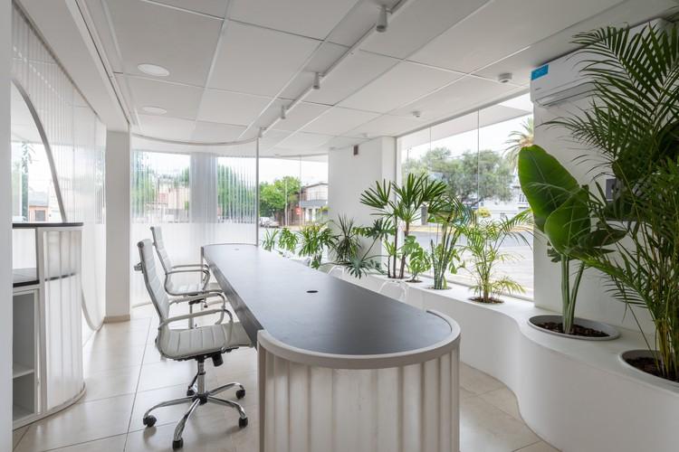 Local GIASA, negocios inmobiliarios / EFEEME arquitectos , © Gonzalo Viramonte