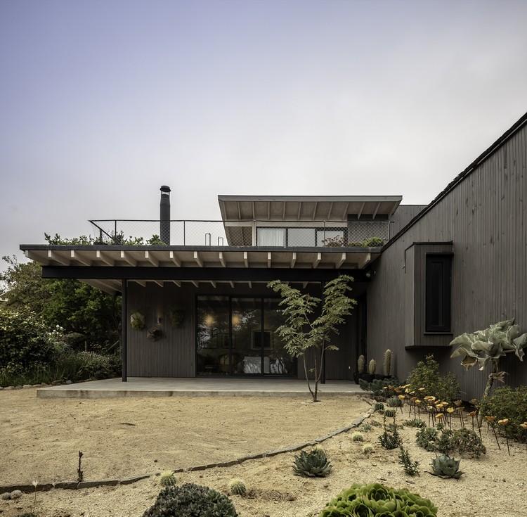 Casa Zapallar / Elton&Deves + Juan Carlos Chamorro Arquitecto, © Aryeh Kornfeld