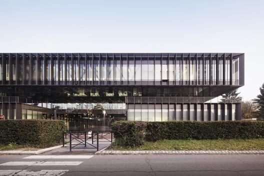 Léonard de Vinci Technical College / TANK Architectes + COSA