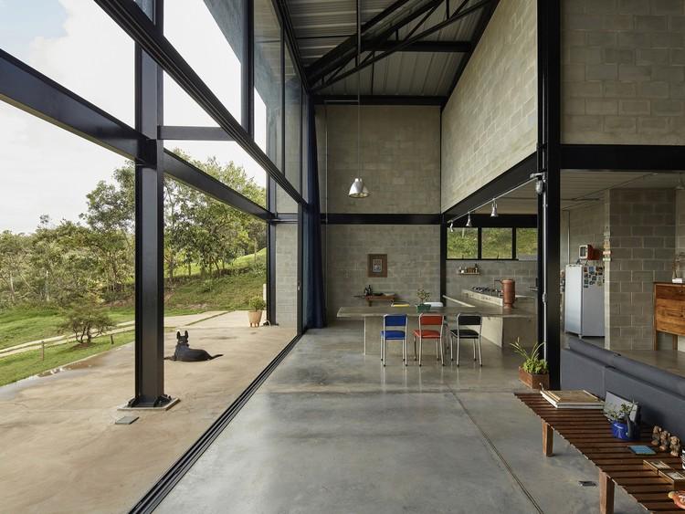 Casa Galpón / Marcos Franchini + Nattalia Bom Conselho. Imagen © Jomar Bragança