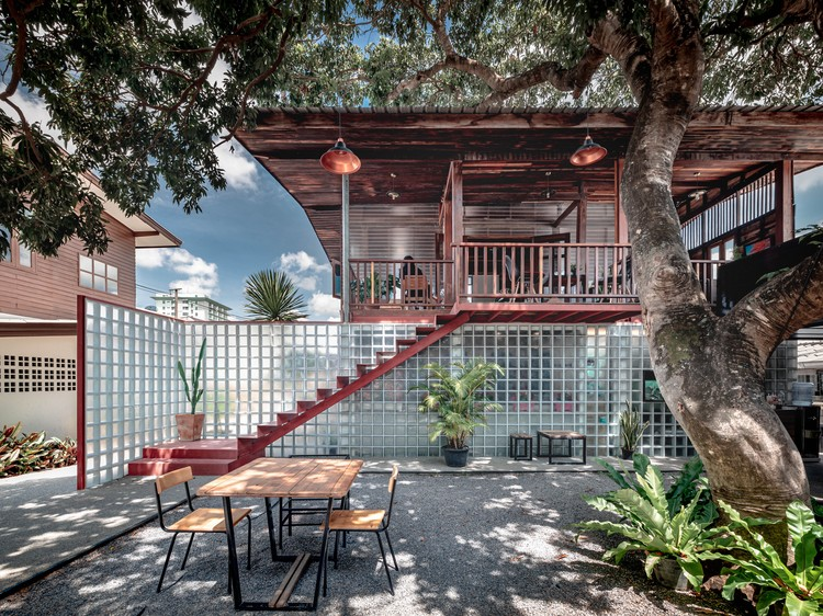Tamarind Bistro y Music House / BodinChapa Architects. Imagen © Witsawarut Kekina