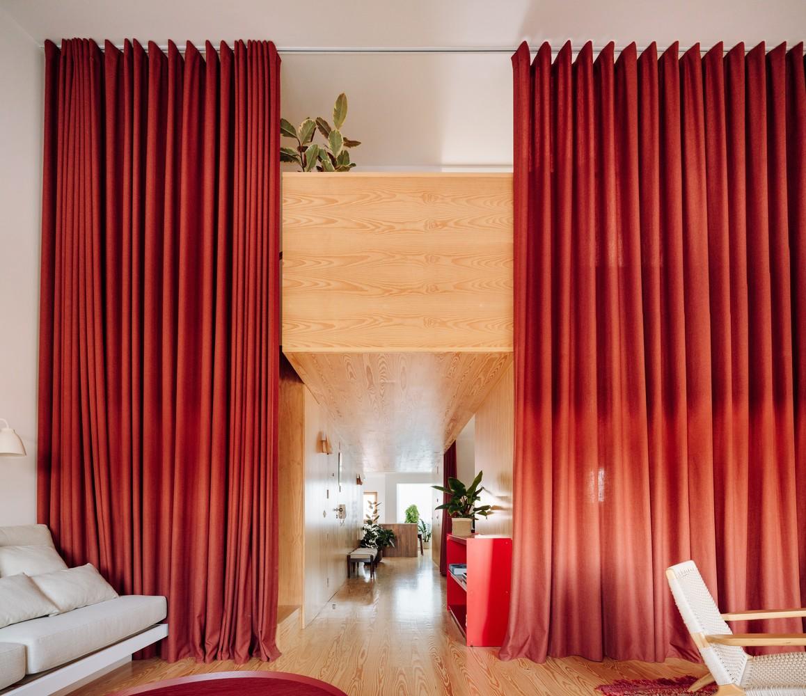 Tendencias en diseño y construcción del 2020: Lo recurrente, popular, relevante y sustancial,Apartment in Santa Cruz / Bala atelier. Image © Francisco Nogueira