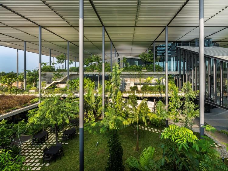 Fábrica en el bosque / Unidad de diseño Architects Snd Bhd. Imagen © Lin Ho Photography