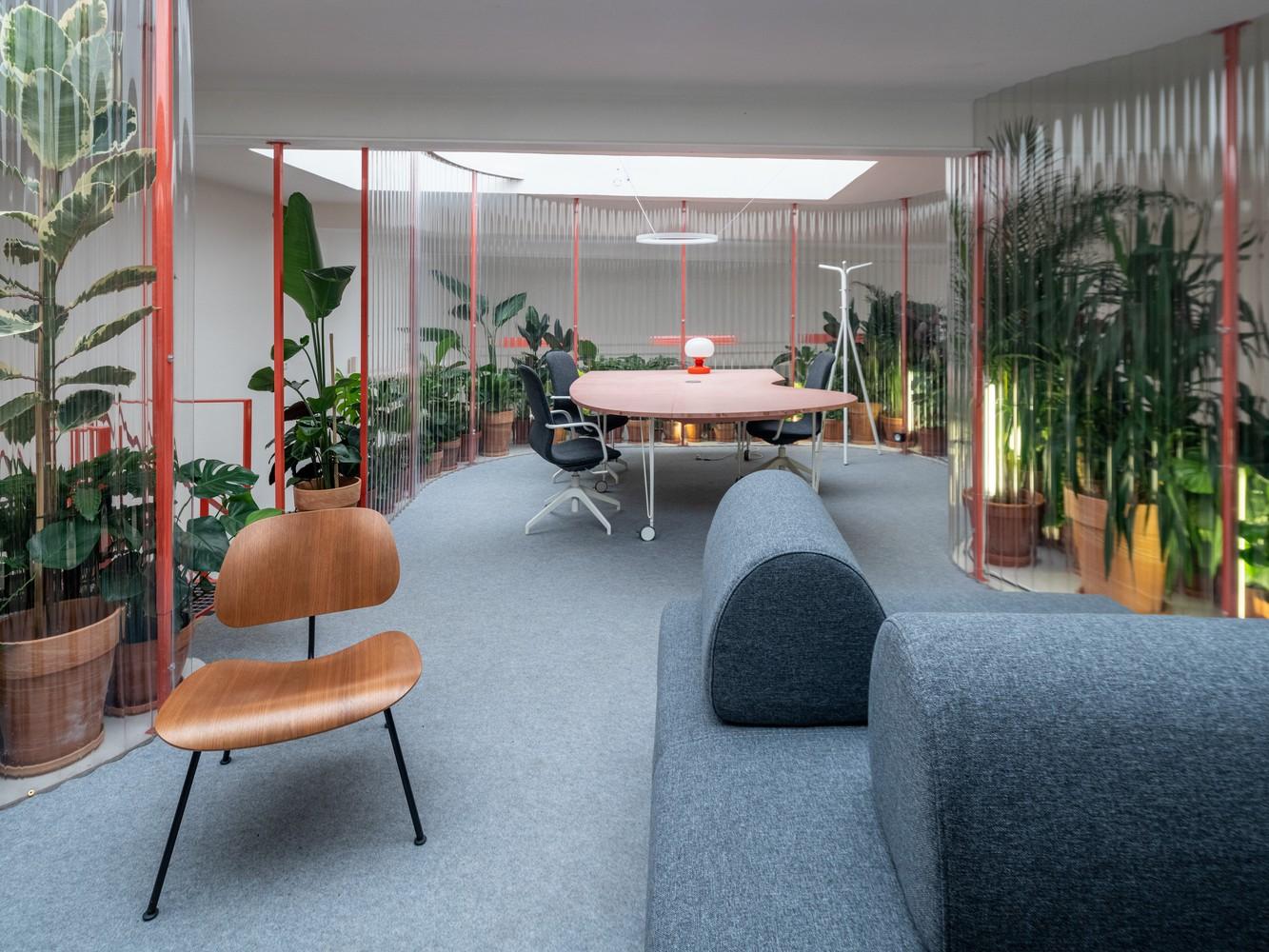 Tendencias en diseño y construcción del 2020: Lo recurrente, popular, relevante y sustancial,GROUNDS Coffee / KOGAA. Image © Alex Shoots Buildings