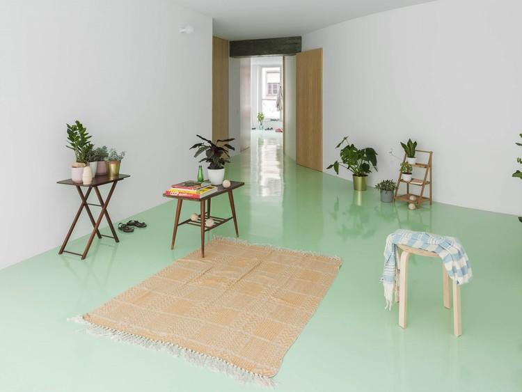 Apartamento en piso de menta / Fala. Imagen © Ricardo Loureiro