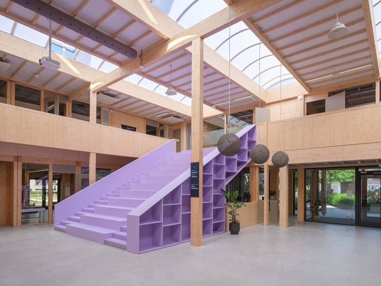 Escuela Het Epos / BÚSQUEDA. Imagen © Ossip van Duivenbode