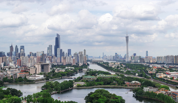 Las ciudades del futuro tienen dos rumbos: antropocéntricas o ecocéntricas (en opinión de nuestros lectores), Fotografía recortada. Image © Shutterstock - HelloRF Zcool