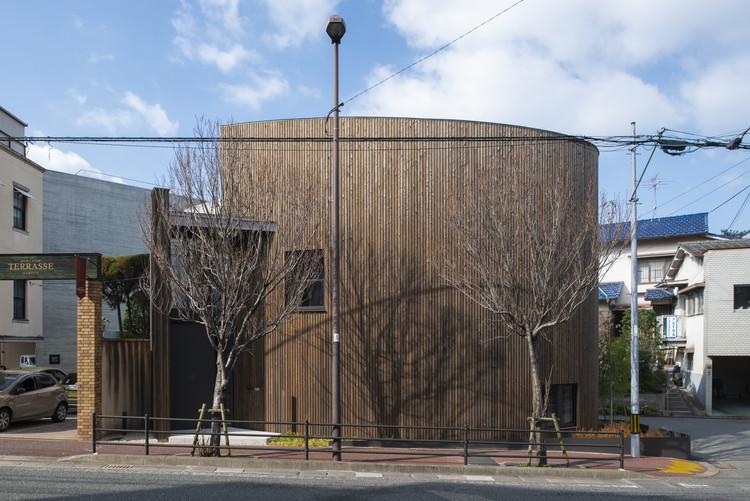Maruhon Fukuoka Office & Showroom / KATORI archi+design associates, © Hiroshi Mizusaki