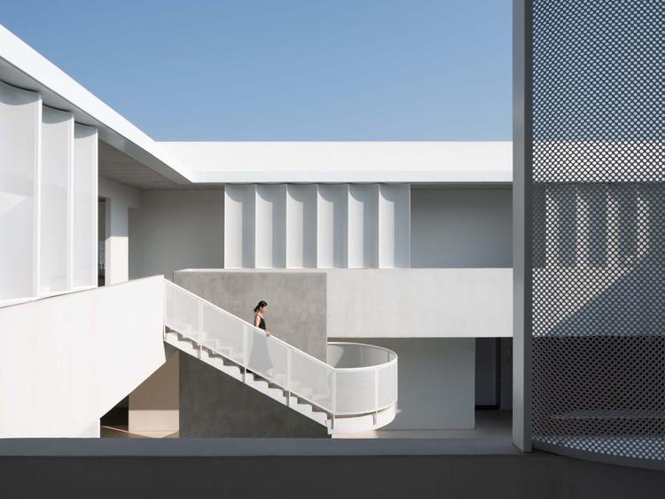 Yimeng Cloud House / Greyspace Architecture Design Studio, © Sensor Images