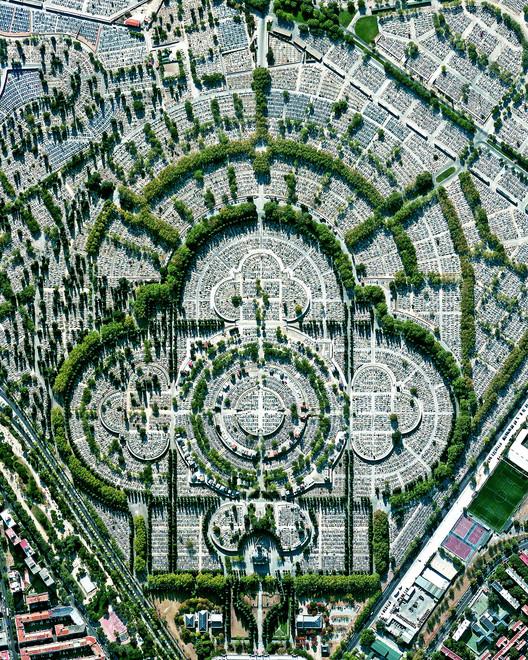 Cementerio de Nuestra Señora de la Almudena, Madrid, Spain. Created by @overview Source imagery: @maxartechnologies