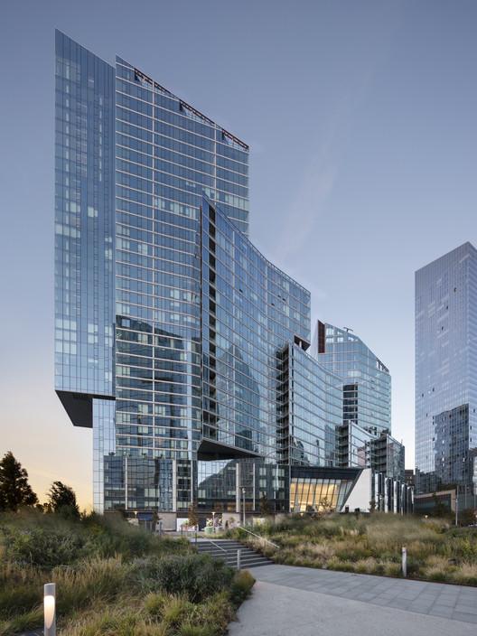 2 Waterline Square Building / KPF, © Raimund Koch
