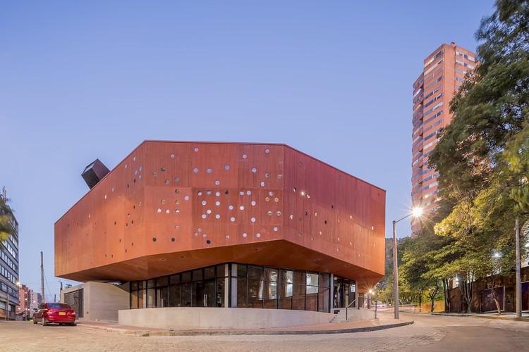 Edifício de Escritórios Macarena 626 / taller de arquitectura de bogotá, © Rodrigo Dávila