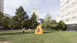 Face, Pool, Two Towers and Ruin Installation / Paradigma Ariadné