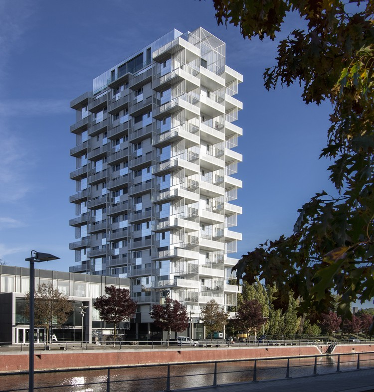 Reconstruction Of The Tower At Sint-Amandscollege / SAMYN and PARTNERS, Courtesy of Philippe Samyn and Partners