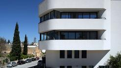 Threeplusone Apartments  / Valentino Architects