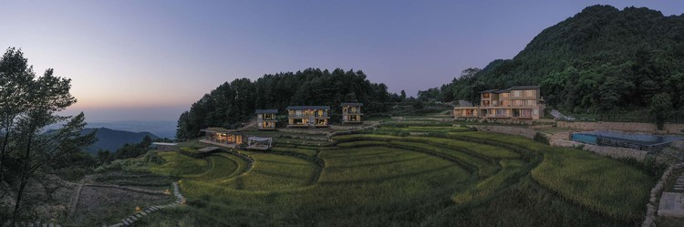 Dianjiang Bagu Panoraması · Suji. Resim © Weiqi Jin