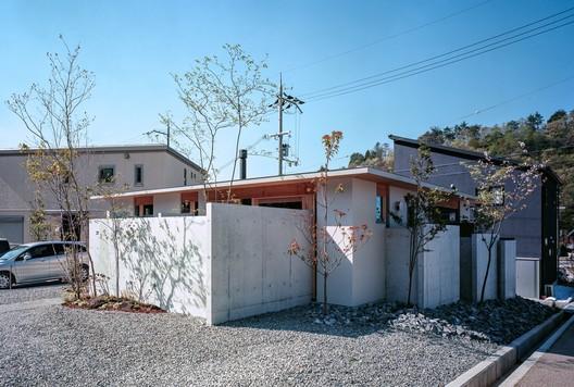 Casa en Minoh-shinmachi / FujiwaraMuro Architects