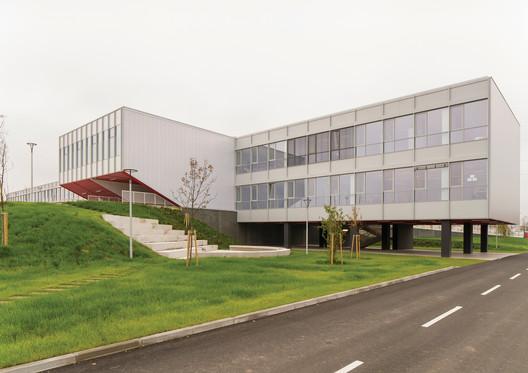 Primary School Ivanja Reka  / Submap + J.K.A. Arhitekti