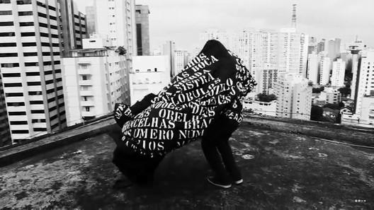 """Frame de """"Meu negro"""", de Ricardo Aleixo. Imagem: Reprodução/Youtube"""