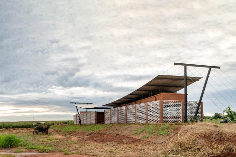 Escritório Nordeste Curuguaty / Mínimo Común Arquitectura, © Daniel Ojeda