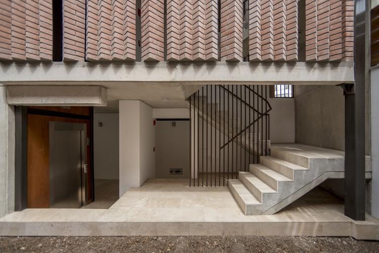 Edificio La Huaca / esteoeste + TARATA, © Renzo Rebagliati