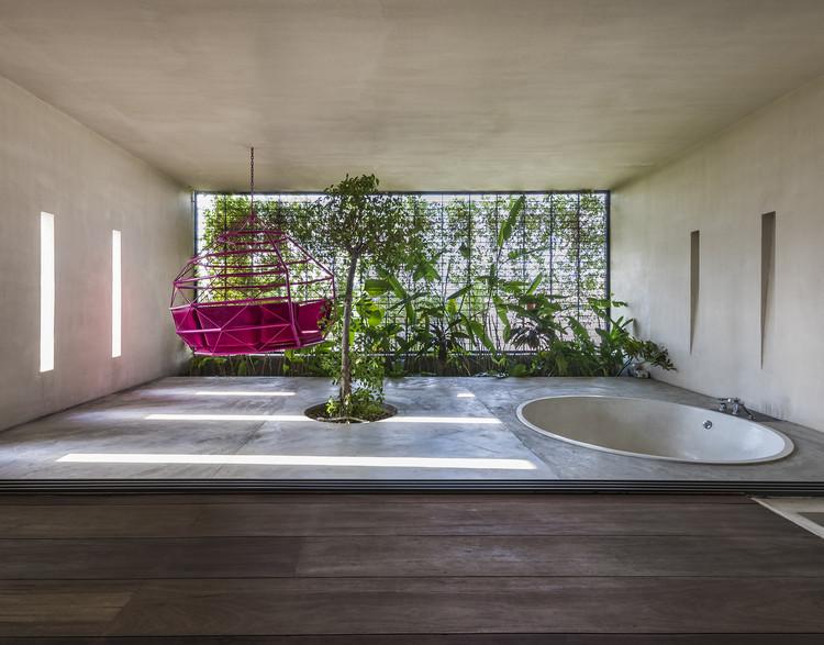 Jardins e a reconexão com a natureza: 11 projetos que diluem os limites entre interior e exterior, Casa Tropical MM / MM++ architects. Imagem © Hiroyuki Oki