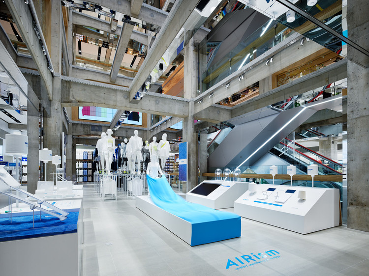 How Can Design and Experience Save Retail Stores?, UNIQLO Store in Tokyo by Herzon & de Meuron. Image © Nacasa & Partners