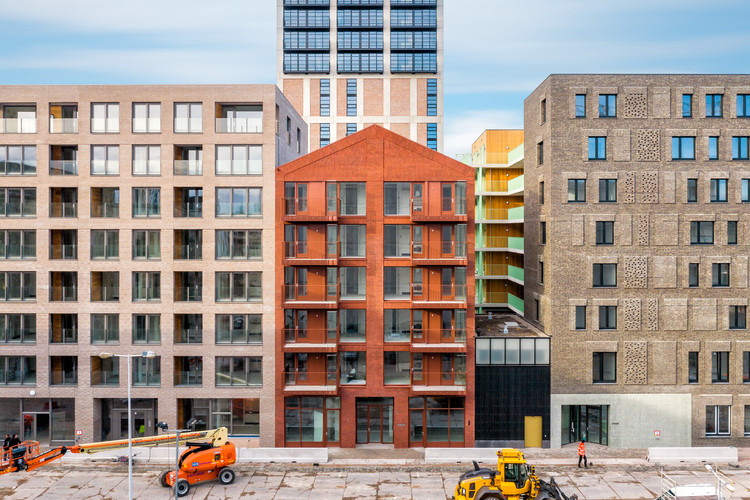 Apartment Building Red Ruby  / Bureau Fraai, © Studio de Nooyer