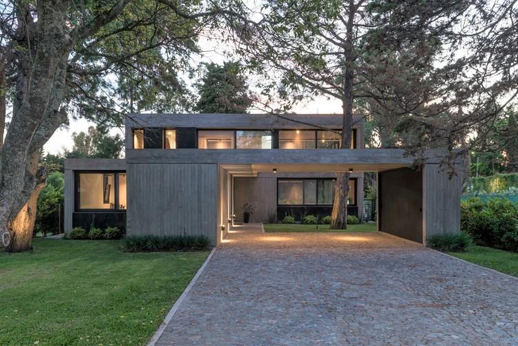 Casa R / Gianserra + Lima arquitectos, © Luis Barandiarán