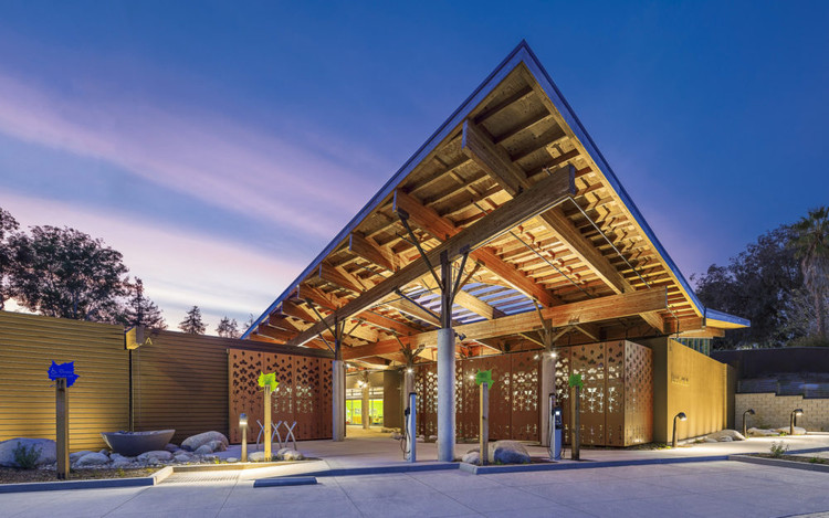 Cuando se trata de crisis climática, la práctica tradicional pierde: Dan Heinfeld sobre arquitectura libre de carbono , El Centro de Naturaleza Ambiental y Preescolar, en Newport Beach, California, ganó el premio nacional AIA COTE Top 10 en 2020. Imagen © Costea Photography, cortesía de LPA