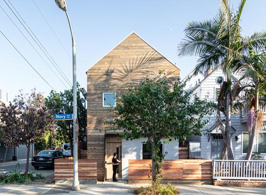 Wang House / Saez Pedraja + CALMA
