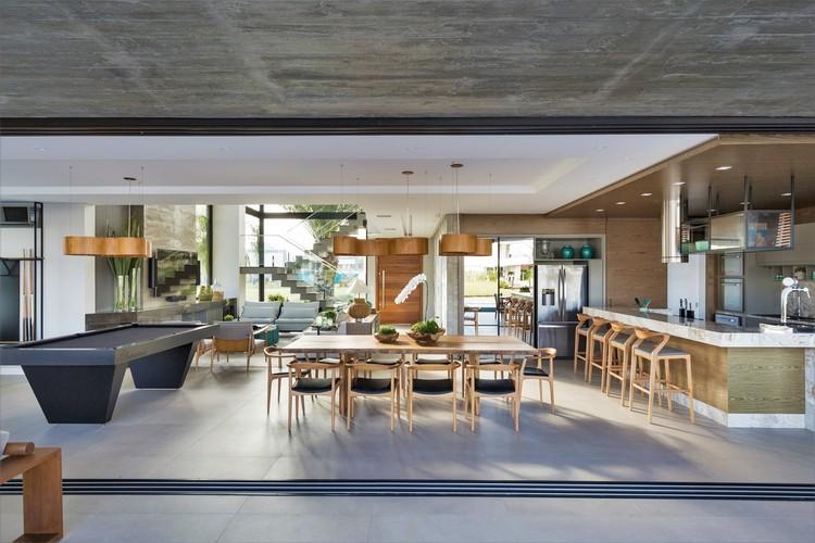 Bluish House / Studio Colnaghi Arquitetura