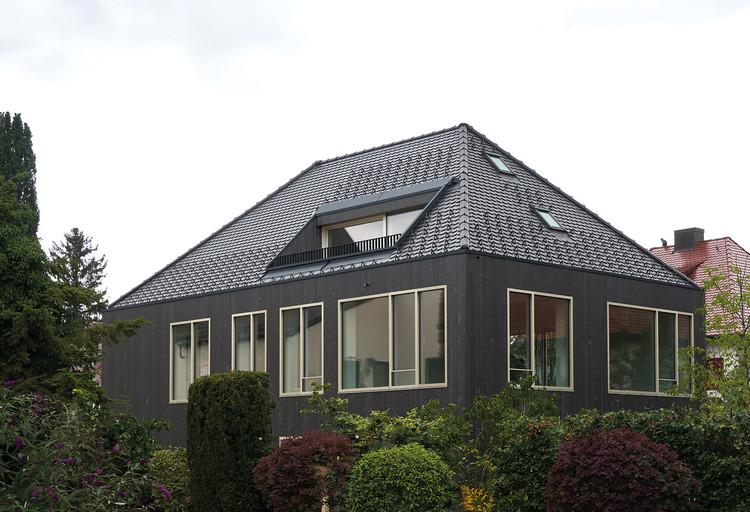Edificio multifamiliar de doble densificación / studioRAUCH, © Claudius Müller