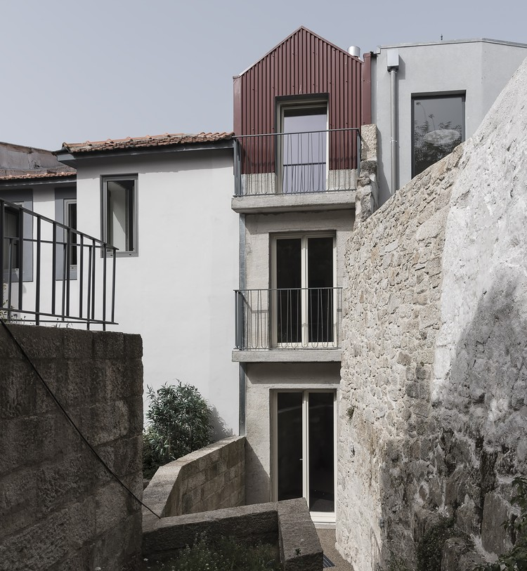 Reabilitação de três casas na Rua do Almada / figueiredo+pena arquitetos, © Frederico Martinho