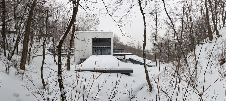 House on Tatarka Hill / Drozdov & Partners
