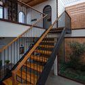 09 Times House - Time House nhà diện tích 8,4x56m Không gian xanh là vùng đệm nhằm ngăn tiếng ồn và khói bụi.