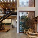 13 Times House - Time House nhà diện tích 8,4x56m Không gian xanh là vùng đệm nhằm ngăn tiếng ồn và khói bụi.