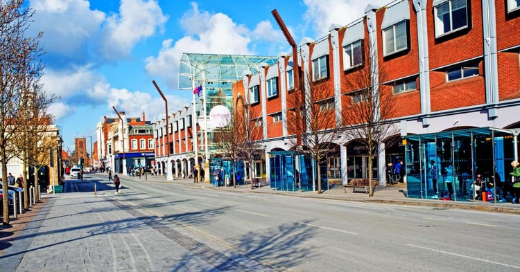 Existing Castlegate Shopping Center.  Image © Robert Alami