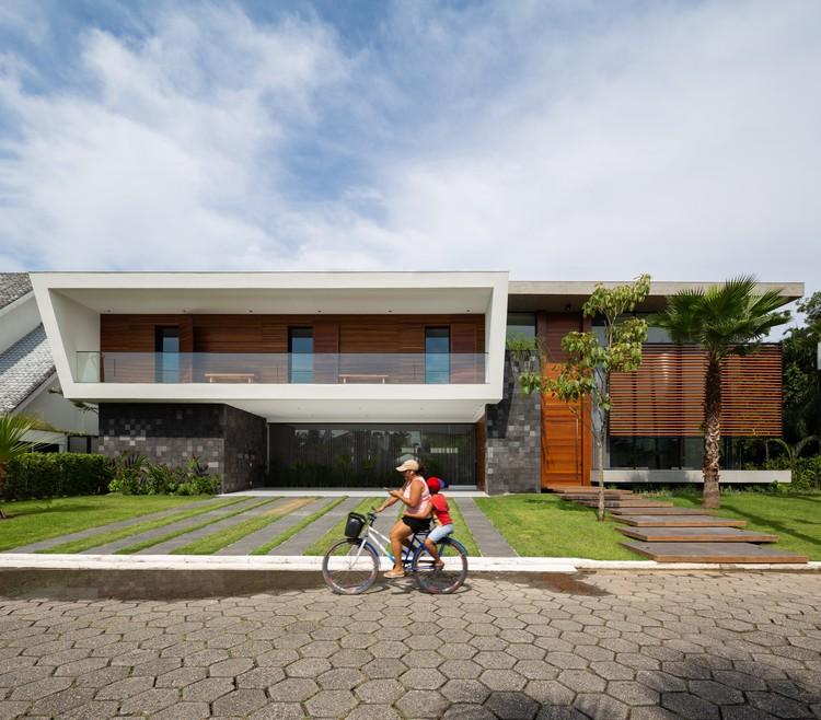 Casa Jukro / Raiz Arquitetura, © Manuel Sá