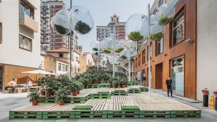 Parking in Shanghai has been transformed into an urban park.  Image © URBAN MATTERS by MINI