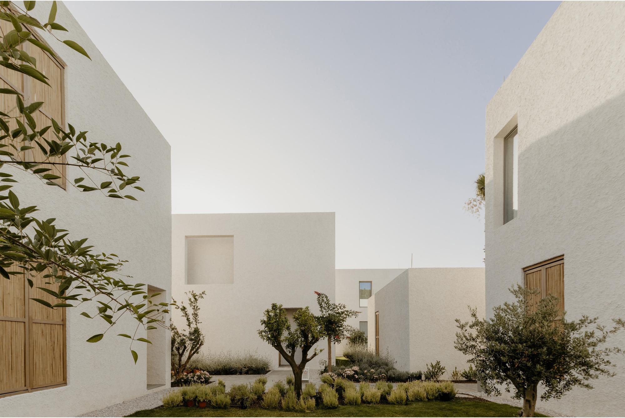 Voyage Torba Hotel / Baraka Architects