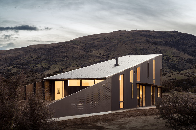 Wanaka Wedge House Actual Architecture Archdaily