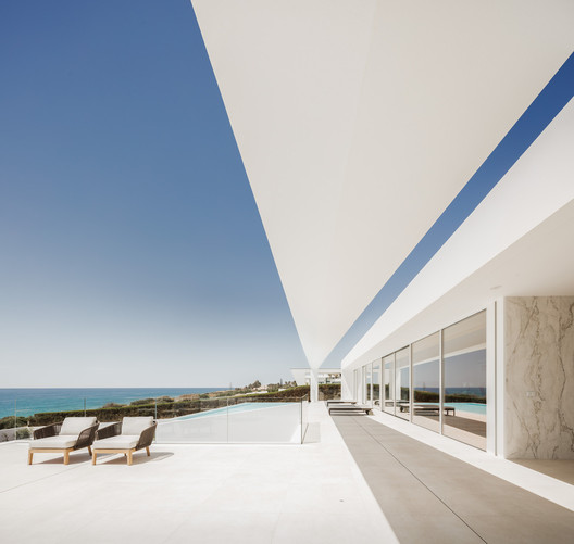 Discover the Coast of Portugal with a Selection of 12 Beach Houses