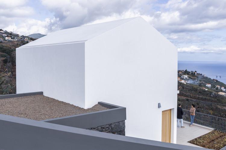 Casa em Jungo / AA Architectos.  Foto © Nuno Caldera