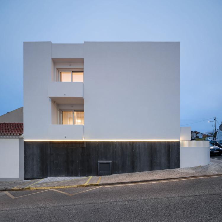 House in Santa Cruz  / Manuel Tojal Architects, © Francisco Nogueira